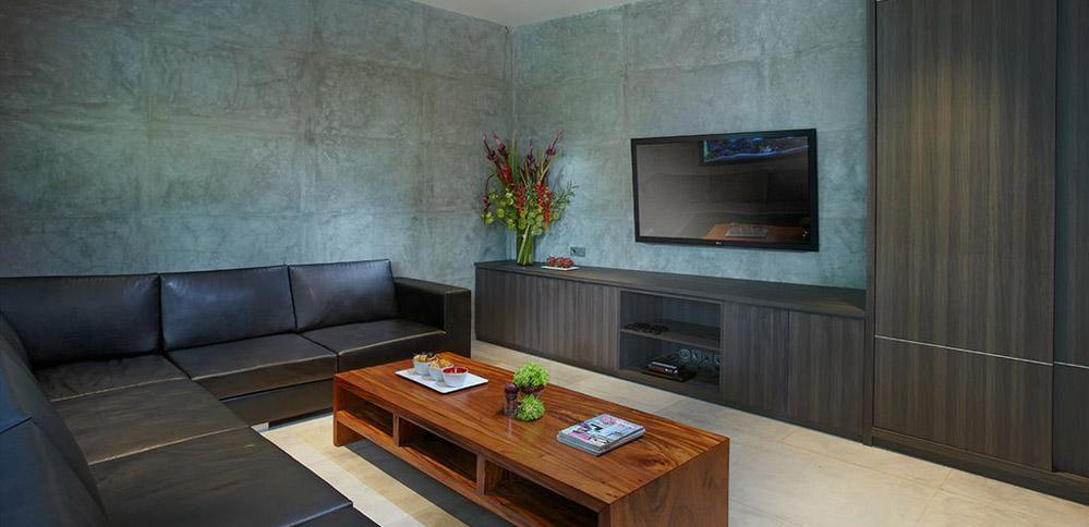 villa-simpatico-large-tv-luxury-couches